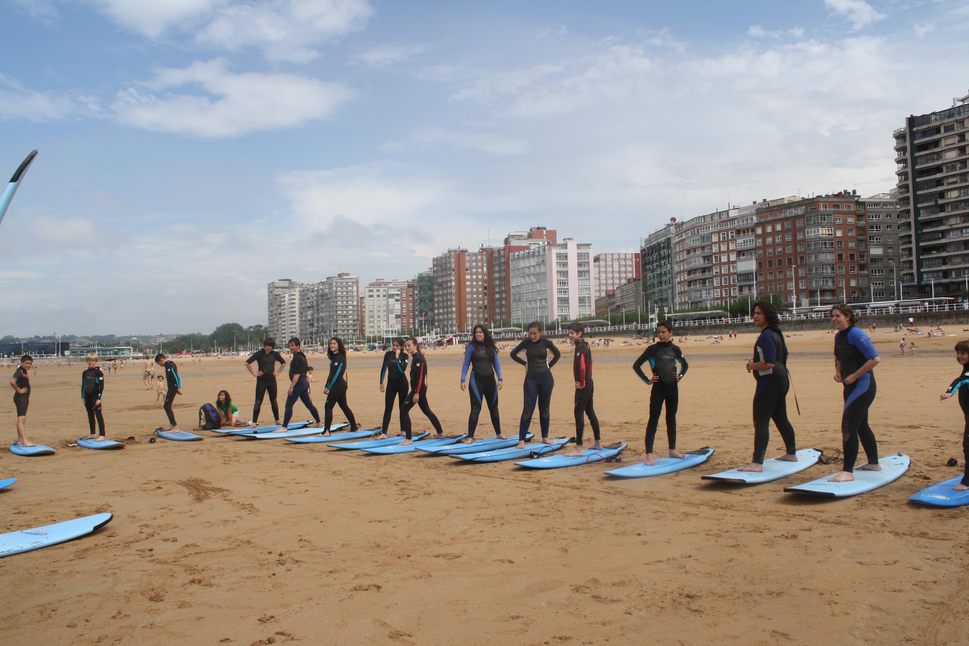 Primer surf camp en el verano de 2009. Este grupo pionero vino desde Madrid con su camp hecho a la carta.