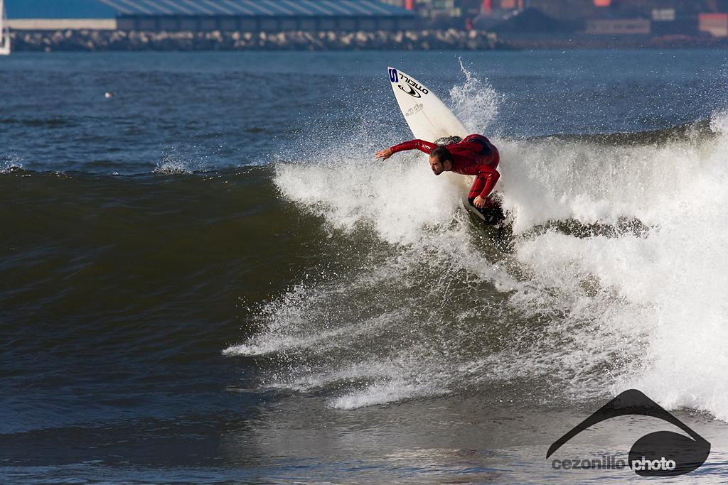 El Mongol, surfista: Ferrao. Foto: Cezonillo http://cezonillo.blogspot.com/