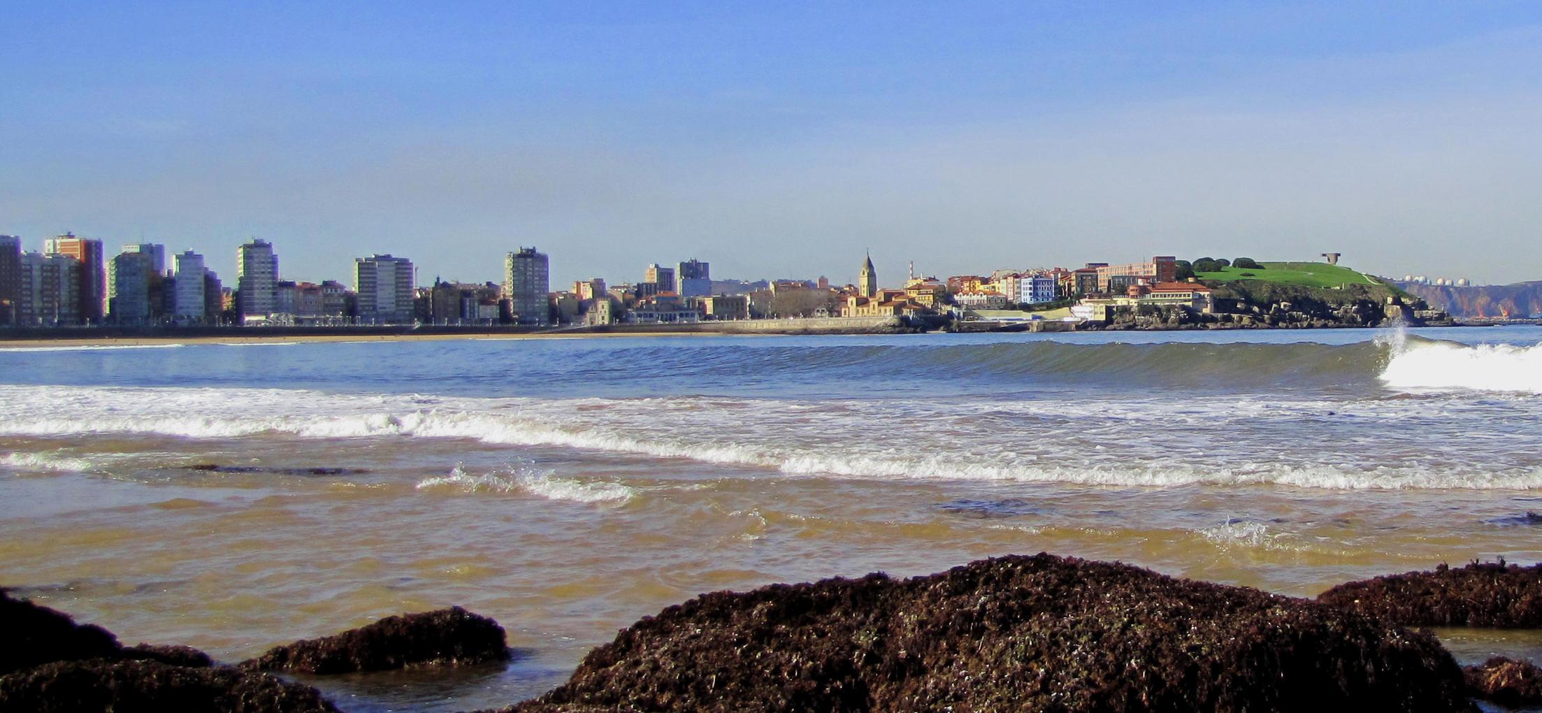 Otoño, buenas olas y sin bañistas... la playa es nuestra.