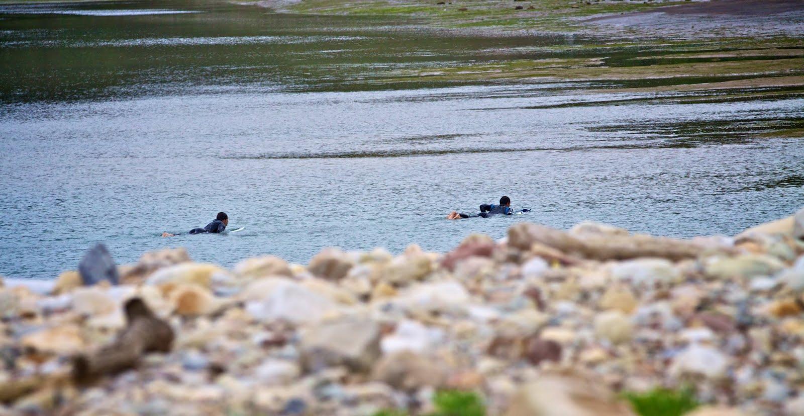 Julio Reguero y Fernando Ferrao saliendo del agua. Foto Fhana http://ramenendez.blogspot.com/