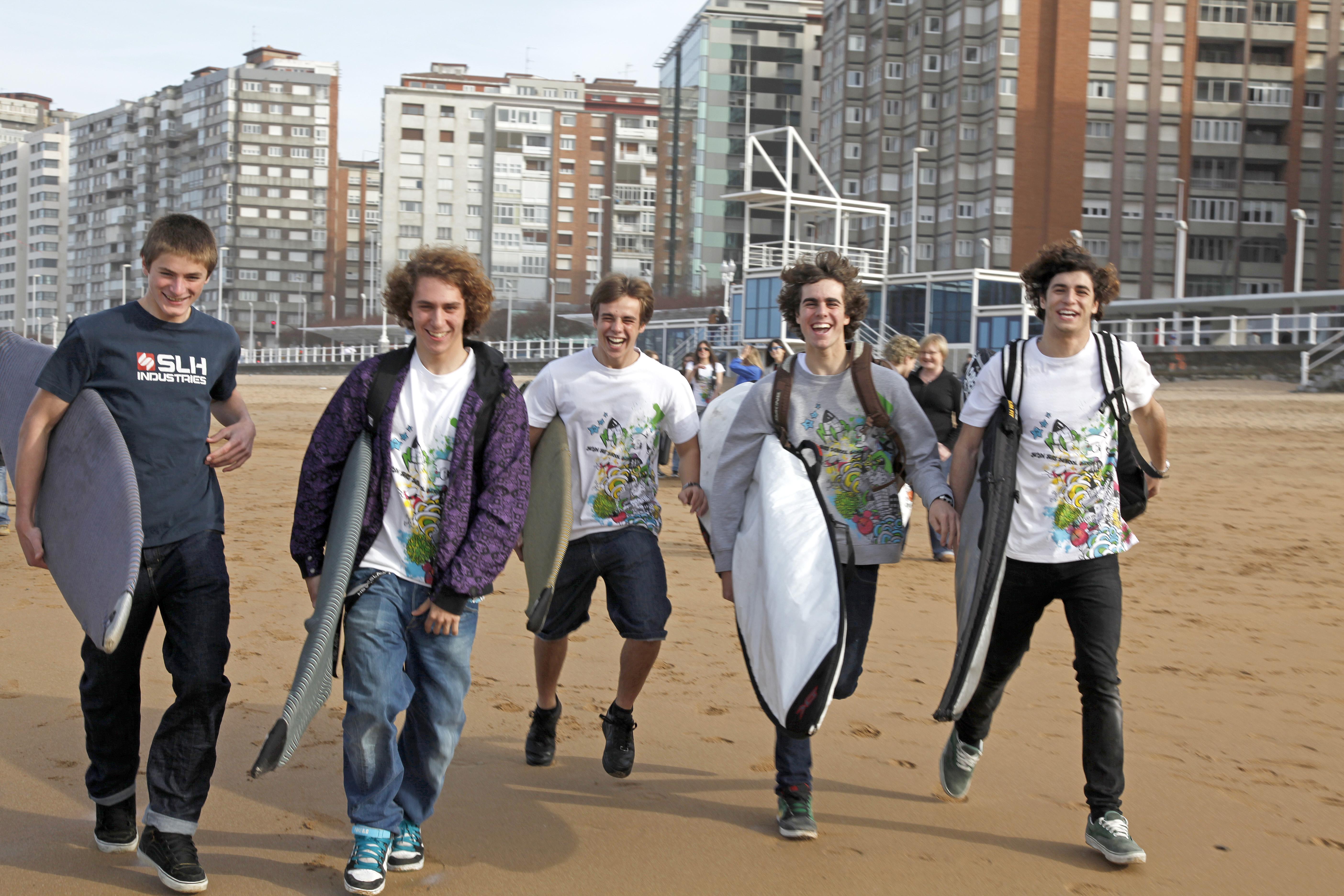 Amigos y surf es la mejor combinación.