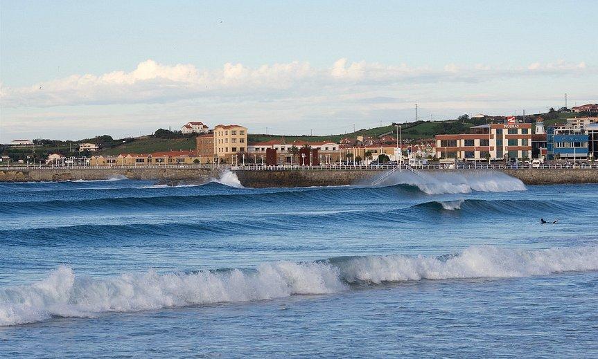 Olas en Gijón