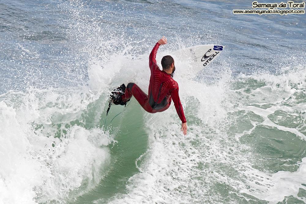 Fernando Ferrao, monitor de surf de la escuela.