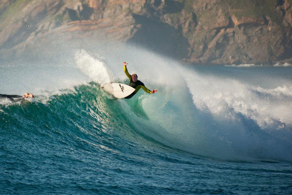 Fernando Pérez, surf en Xagó Asturias.Foto John